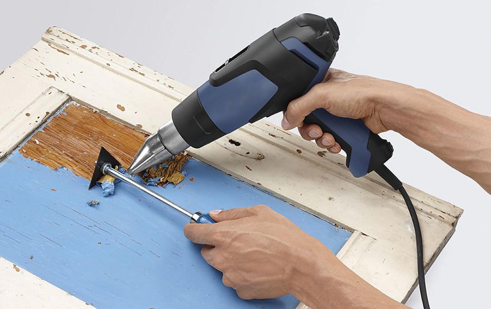 Снятие краски с помощью строительного фена